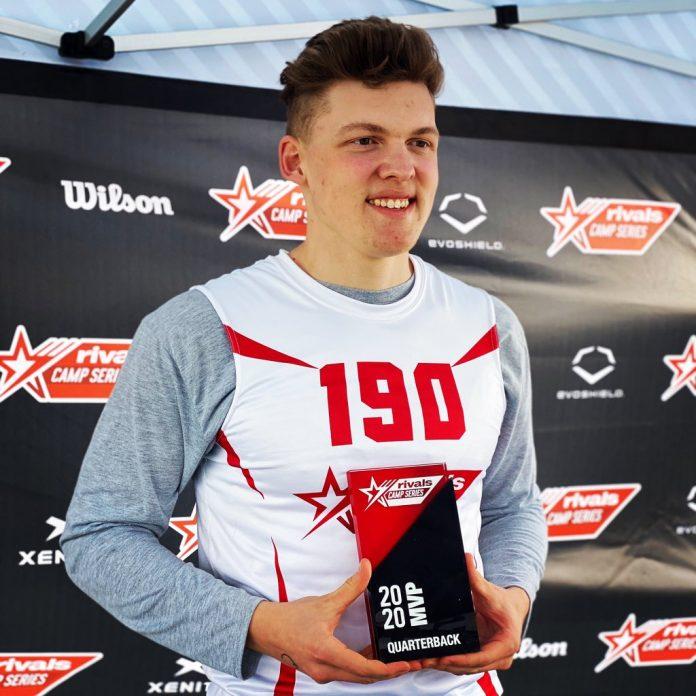 Alexander Honig erhält bei der Rivals Camp Series die MVP-Auszeichnung